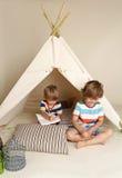 Gioco dell'interno con la tenda di tepee Fotografia Stock