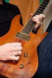 Gioco della chitarra fotografie stock libere da diritti