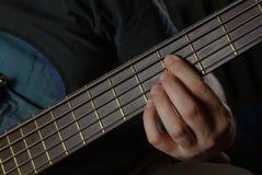 Gioco della chitarra con il collo marrone Immagini Stock