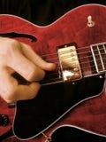 Gioco della chitarra elettrica fotografia stock libera da diritti