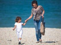 Gioco della figlia e della madre fotografia stock libera da diritti