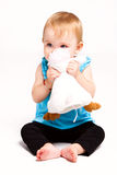 Gioco della neonata con il giocattolo Immagine Stock
