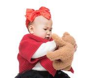 Gioco della neonata dell'Asia con la bambola fotografia stock libera da diritti
