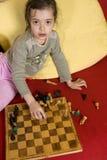 gioco della ragazza di scacchi Fotografie Stock