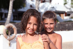 Gioco della ragazza e del ragazzo Fotografie Stock