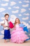 Gioco della ragazza e del ragazzo Fotografie Stock Libere da Diritti