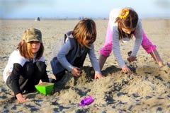 Gioco della spiaggia fotografia stock libera da diritti