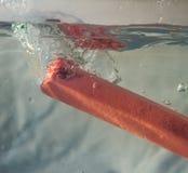 Gioco della spruzzata dell'acqua fotografia stock libera da diritti