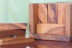 Gioco della torre del blocco di legno per i bambini Immagine Stock