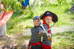 Gioco di bambini all'aperto Fotografie Stock Libere da Diritti