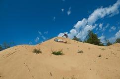 Gioco di bambini sulle dune Fotografia Stock
