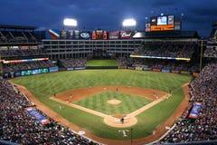 Gioco di baseball dei Texas Rangers alla notte Fotografia Stock Libera da Diritti