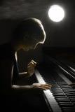 Gioco di musica del piano del musicista del pianista. fotografia stock