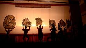 Gioco di ombra dei burattini di Nang Yai a Wat Khanon National Museum, Ratcha Buri Tailandia archivi video