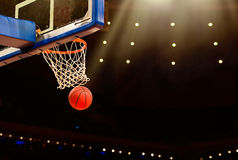 Gioco di pallacanestro Fotografia Stock