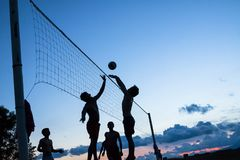 Gioco di pallavolo sulla spiaggia Fotografia Stock Libera da Diritti
