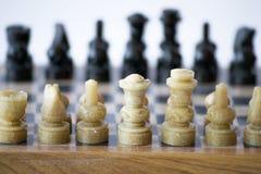 Gioco di scacchi circa da iniziare Immagine Stock