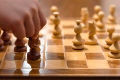 Gioco di scacchi con il giocatore immagini stock libere da diritti