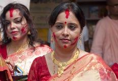 Gioco di Vermilion (khela di Sindur) durante il puja di durga Immagine Stock Libera da Diritti