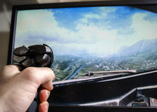 Gioco e mano del simulatore di volo sulla leva di comando Fotografia Stock Libera da Diritti