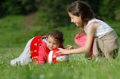 Gioco felice dei bambini Immagini Stock Libere da Diritti