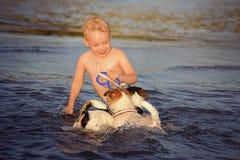 Gioco felice del ragazzo Fotografia Stock Libera da Diritti