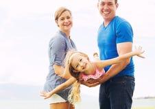 Gioco felice della famiglia Fotografie Stock Libere da Diritti