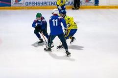 Gioco nel mini hockey con la palla Immagini Stock