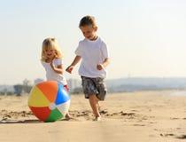 Gioia della sfera di spiaggia Fotografia Stock