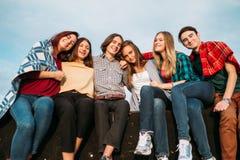 Gioia di libertà di amicizia di diversità della gente del gruppo fotografie stock libere da diritti