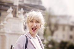 Gioia felice della donna, emozione, sincerità, concetto di disattenzione fotografia stock