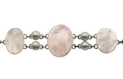 Gioielli con rosequarz e le perle Immagine Stock Libera da Diritti