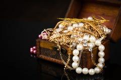 Gioielli, contenitore di gioielli della perla Fotografie Stock Libere da Diritti