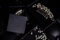 Gioielli dalle perle in scatola immagine stock libera da diritti