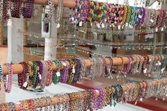 Gioielli del boutique degli accessori di modo delle donne immagine stock