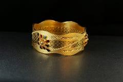 Gioielli del braccialetto dell'oro Fotografie Stock