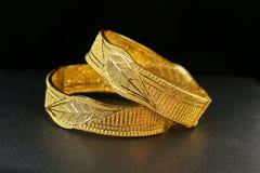 Gioielli del braccialetto dell'oro Fotografie Stock Libere da Diritti