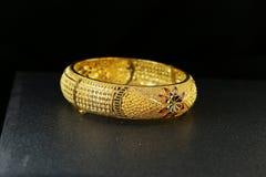 Gioielli del braccialetto dell'oro Fotografia Stock