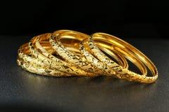Gioielli del braccialetto dell'oro Immagini Stock