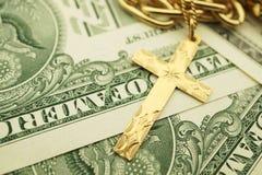 Gioielli dell'oro con soldi Fotografia Stock
