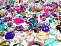 Gioielli delle perle dei cristalli come fondo di modo Fotografia Stock Libera da Diritti