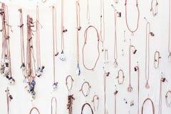 Gioielli di legno fatti a mano Fotografia Stock