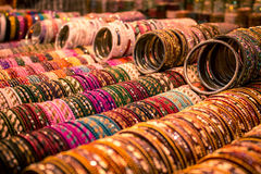 Gioielli di modo - braccialetti indiani fotografia stock