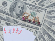Gioielli e carte dell'oro sui dollari americani Fotografia Stock