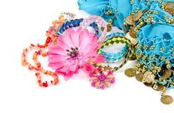 Gioielli ed accessori in conchiglia su un bianco Fotografia Stock