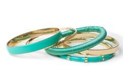 Gioielli, i cinque braccialetti delle donne eleganti, isolati Fotografie Stock