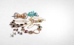 Gioielli o raccolta dei gioielli su un fondo Fotografie Stock
