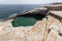 Giola自然水池惊人的看法在Thassos海岛,希腊 免版税图库摄影