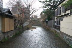 Gion Shirakawa, tradycyjny rozrywka okręg w Kyoto, wcześnie rano obrazy royalty free