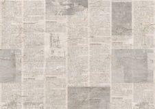 Giornale con il fondo di carta illeggibile d'annata di struttura di vecchio lerciume fotografia stock libera da diritti